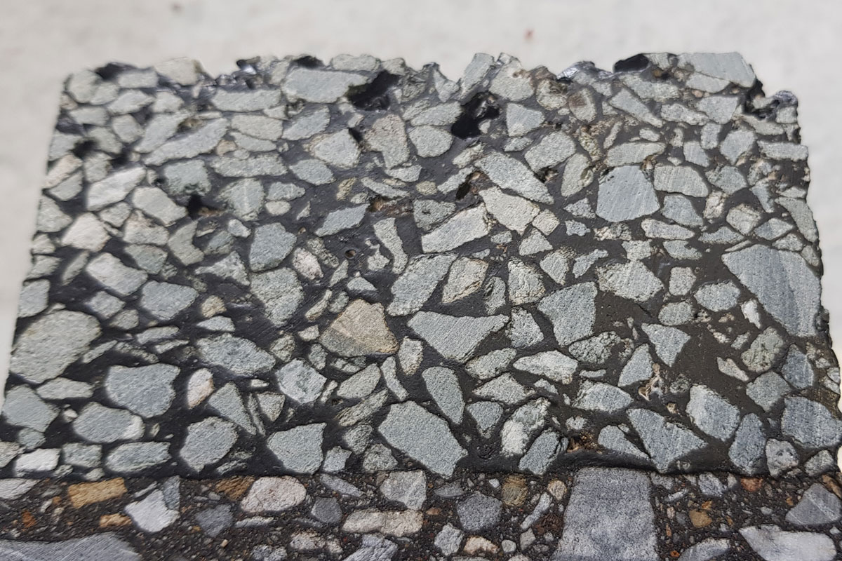 Construction of surfaces of porous mastic asphalt-concrete mixes
